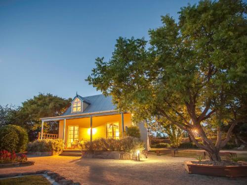 Vineyard Cottages & Cafe
