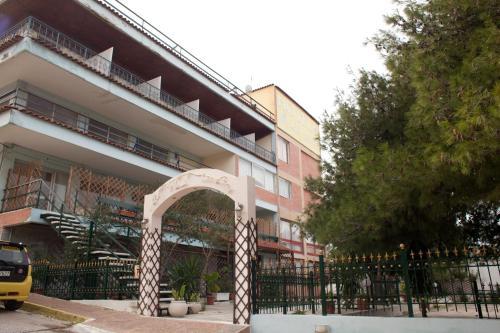 Отель Hotel Les Amis, Вари