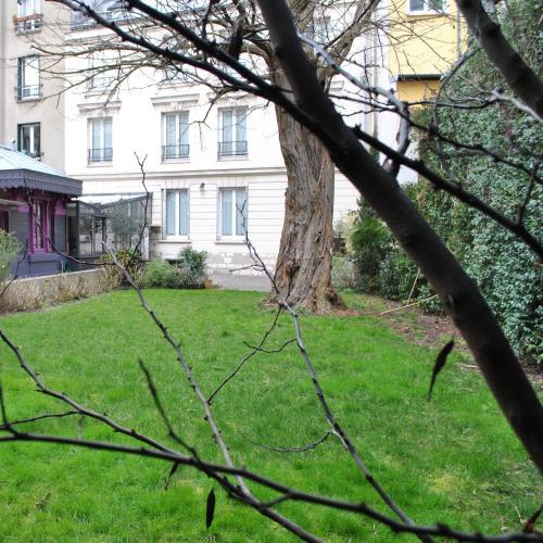 paris hotels near chateau de vincennes. Black Bedroom Furniture Sets. Home Design Ideas