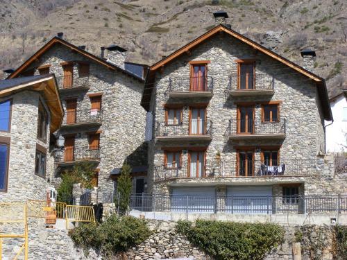 Apartaments l'Arrel front view