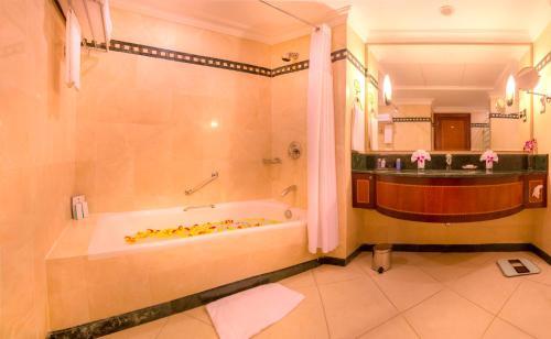 Millennium Corniche Hotel Abu Dhabi photo 17