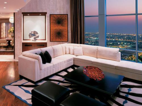 Shangri-La Hotel Dubai guestroom junior suite