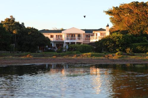 Picture of Waterfront Lodge