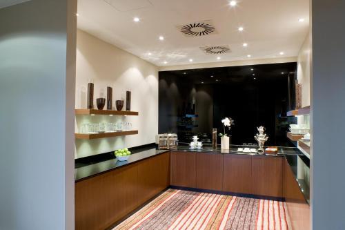 hotel nikko d sseldorf dusseldorf germany overview. Black Bedroom Furniture Sets. Home Design Ideas