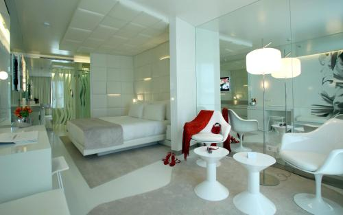 Superior Double Room with Terrace The Mirror Barcelona 3