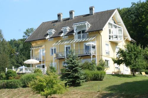 Buchenheim Apartments - Apartment mit 1 Schlafzimmer, Balkon und Seeblick