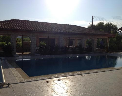 Stroumbi Villa House