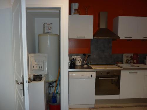 appt galli ni proche des thermes location saisonni re 13 rue gallieni 17300 rochefort. Black Bedroom Furniture Sets. Home Design Ideas