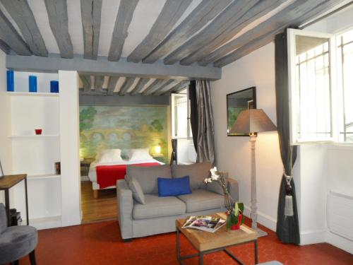 Ile Saint-Louis Apartment - Oh My Suite