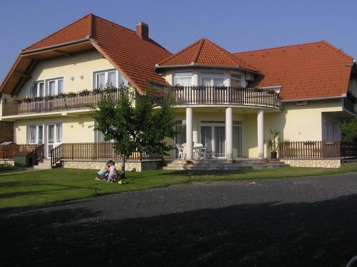 Balaton Apartmanház