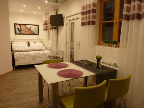 sch ne wohnung parsdorf in parsdorf deutschland hotels und ferienwohnungen online buchen. Black Bedroom Furniture Sets. Home Design Ideas