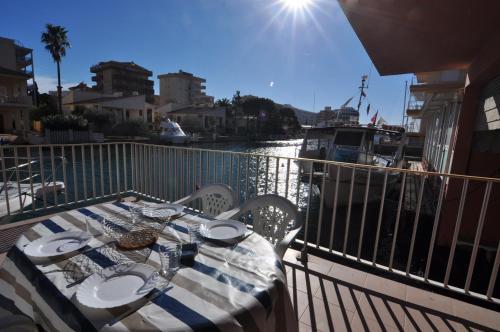 Apartaments Mediterrani front view