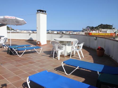 Apartamentos el sol tossa de mar rumbo for Hoteles familiares cataluna