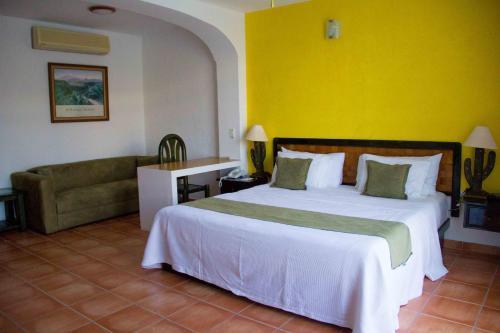 4 starts hotel in Huatulco
