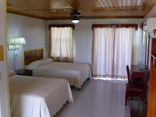 Graham's Place, Guanaja