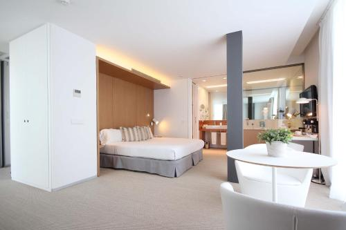 Suite con bañera de hidromasaje Alenti Sitges Hotel & Restaurant 6