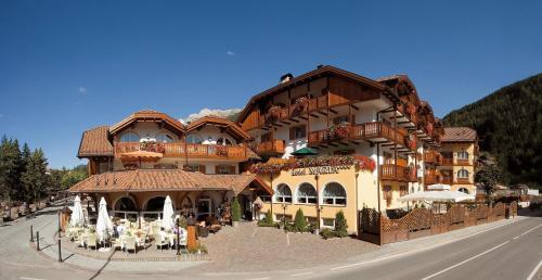 4 starts hotel in Moena