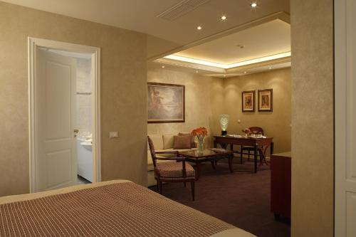 Deluxe Suite with Access to Indoor Swimming Pool & Spa