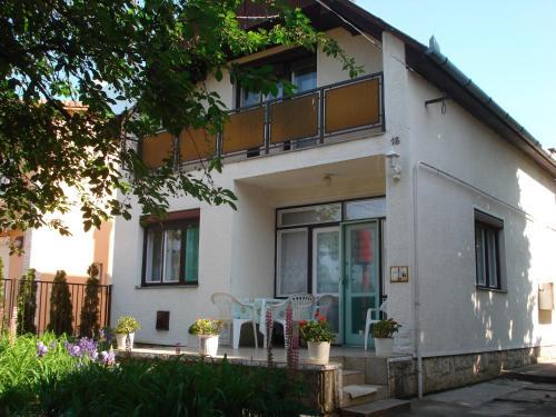 Rózsa Apartment front view