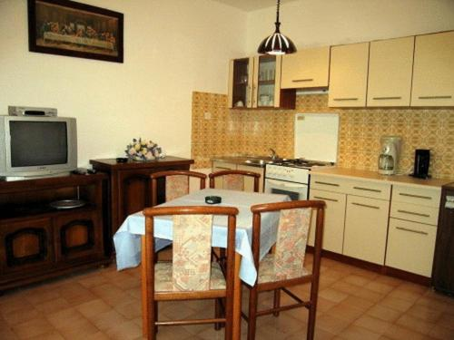 Two-Bedroom Apartment (4 adults) with Balcony Apartmani Jure Marzic
