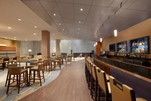 Hilton Baltimore Bwi Airport Linthicum Heights Md Aaa Com