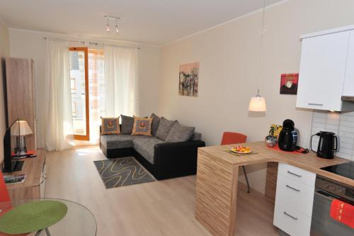 جناح من غرفتي نوم مع سرير أريكة - 72F l. Sowińskiego Street (Two-Bedroom Suite with Sofa Bed -  72F l. Sowińskiego Street)