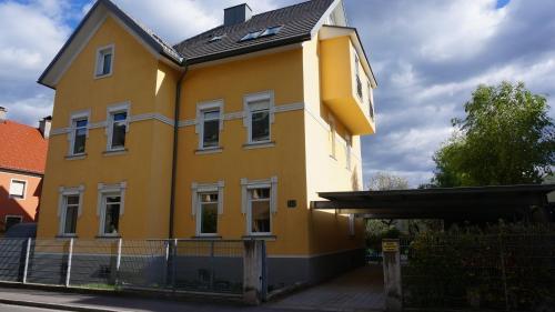Haus Piber - Apartment mit 3 Schlafzimmern und Terrasse