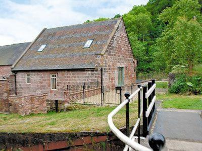 Four-Bedroom Holiday Home The Flint Mill