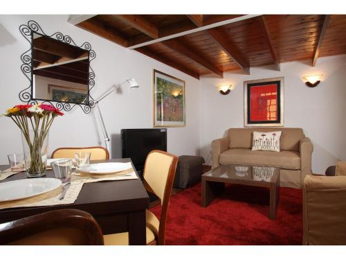 One-Bedroom Apartment - Split Level - 34 Via dei Cestari
