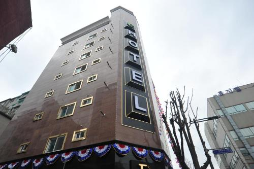 e Hotel Juan front view