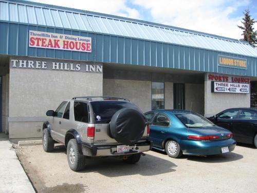 Three Hills Inn & Bar