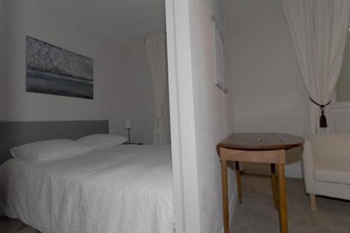 ONE BEDROOM APARTMENT - RUE DES MARTYRS (314) - 0