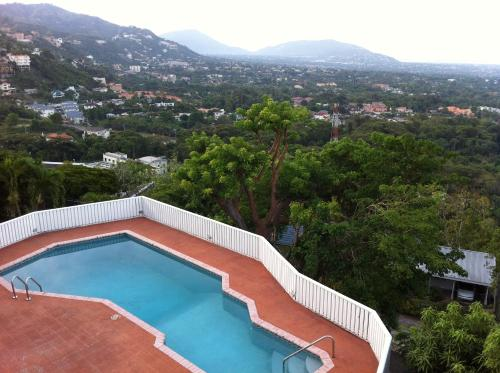 Hotel Hill Top Kingston Jamaica