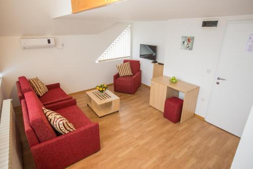 Apartments and Rooms Millennium