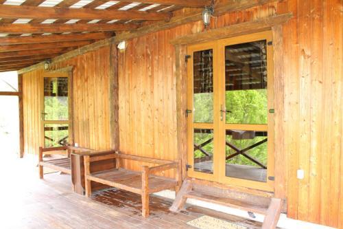Sadyba Gutsulska Pisnya Lodge front view