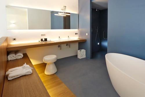 Suite Hotel Mas Lazuli 8