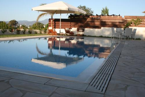 Paradise Latchi Villa