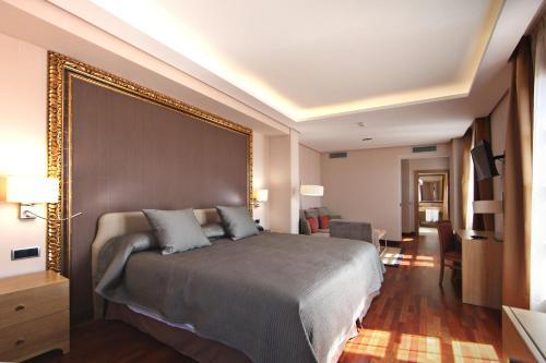 Habitación Deluxe con cama extragrande Casa Consistorial 9
