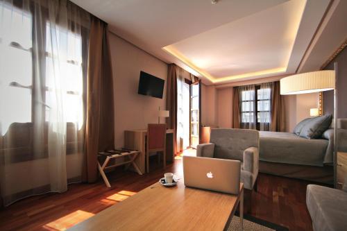 Habitación Deluxe con cama extragrande Casa Consistorial 10