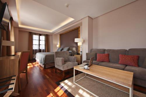 Habitación Deluxe con cama extragrande Casa Consistorial 14