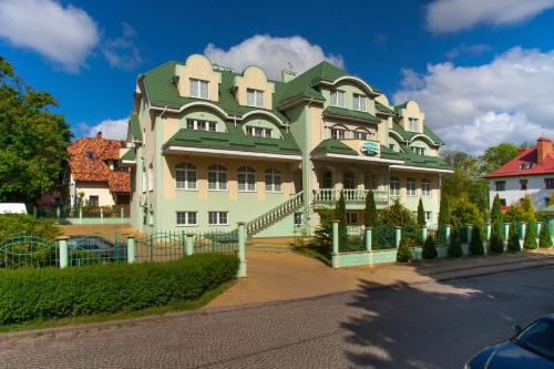 Stay at Oberteich Lux Hotel
