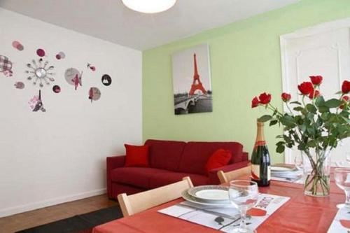 Travelling To Paris - Moulin Rouge Apartment