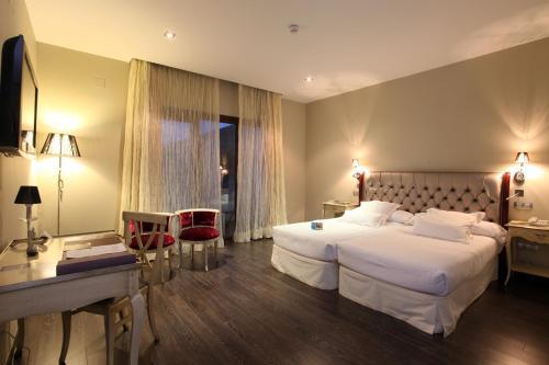 Triple Room Villa Nazules Hípica Spa 2