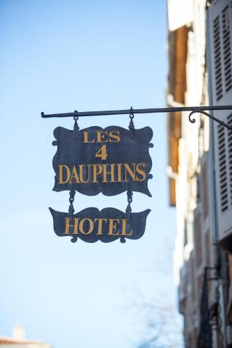 Les Quatre Dauphins