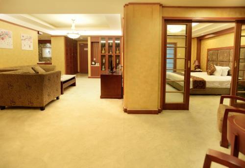H.K Joyfull Hotel Dujiangyan