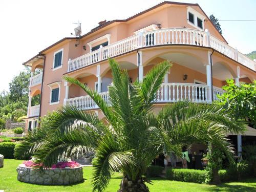Отель Bed and Breakfast Villa Iris 3 звезды Хорватия