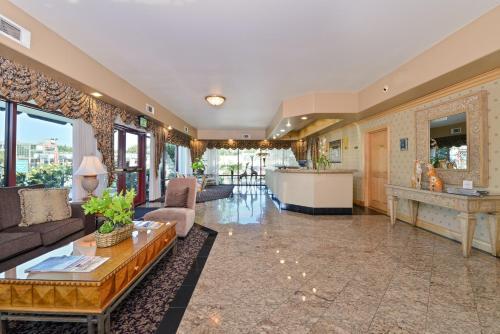 Tarzana Inn Hotel