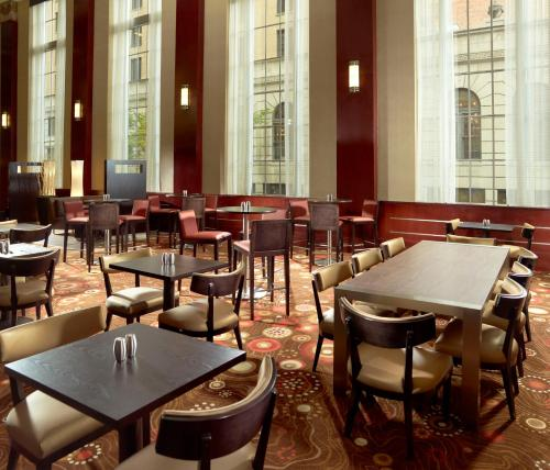 Restaurants Near Courtyard Marriott Downtown Nashville