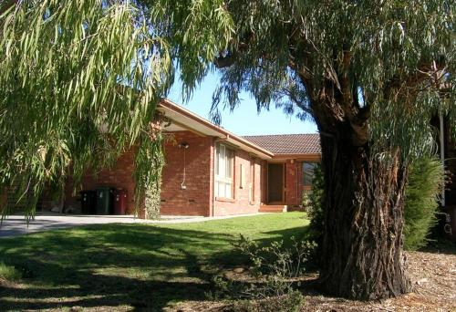 Australian Home Away @ Doncaster Pine Hill
