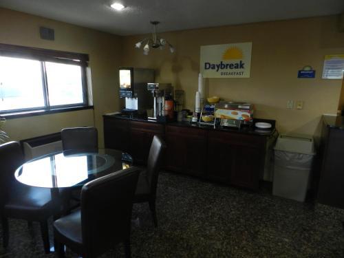 Days Inn Le Roy/Bloomington Southeast